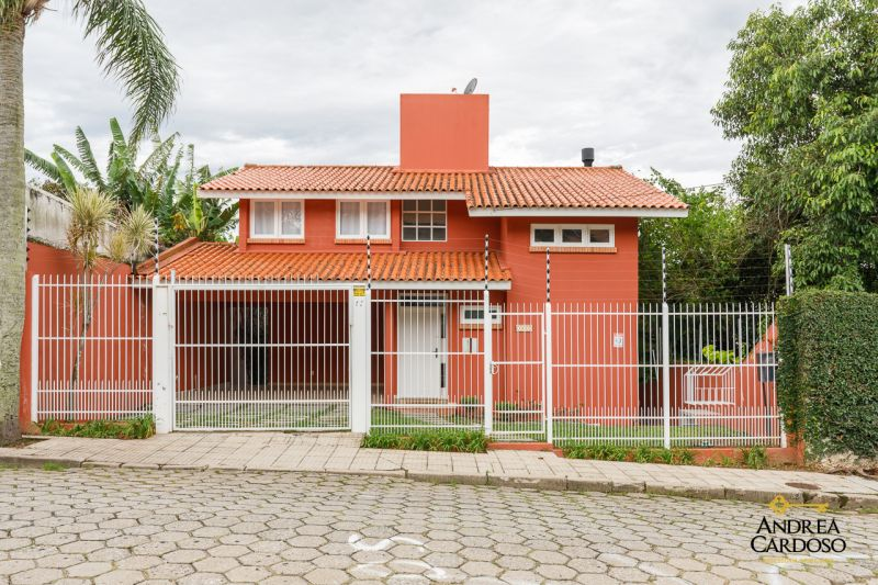 CASA RESIDENCIAL 3d  no bairro COQUEIROS em FLORIANÓPOLIS