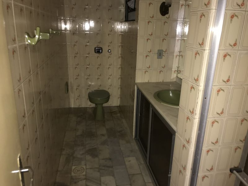 Apto para alugar  com  3 quartos no bairro CENTRO em SANTA MARIA/RS