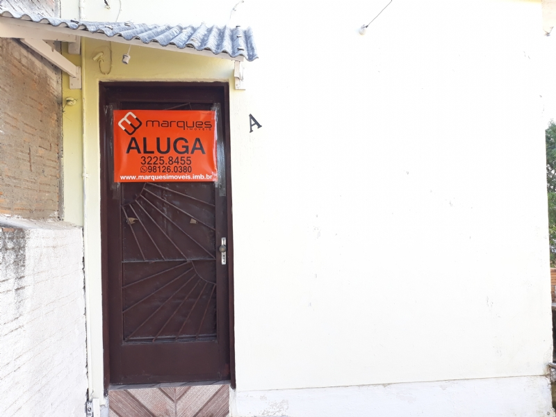 Casa/Fundos 1 Quarto no bairro AREAL em PELOTAS