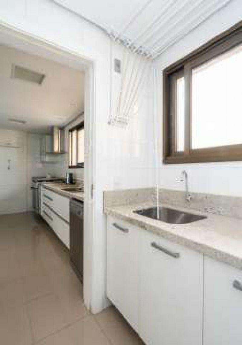 Apto para alugar  com  3 quartos 175 m²  no bairro MOINHOS DE VENTO em PORTO ALEGRE/RS