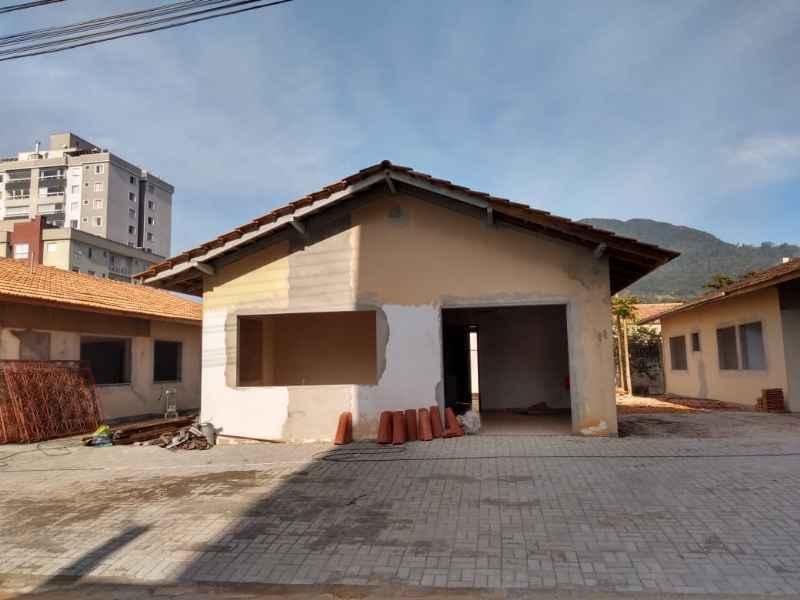 Sala para alugar  com  85 m²  no bairro CENTRO em JARAGUA DO SUL/SC