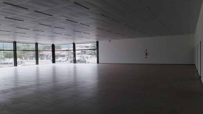 Sala para alugar  com  700 m²  no bairro CENTRO em SCHROEDER/SC